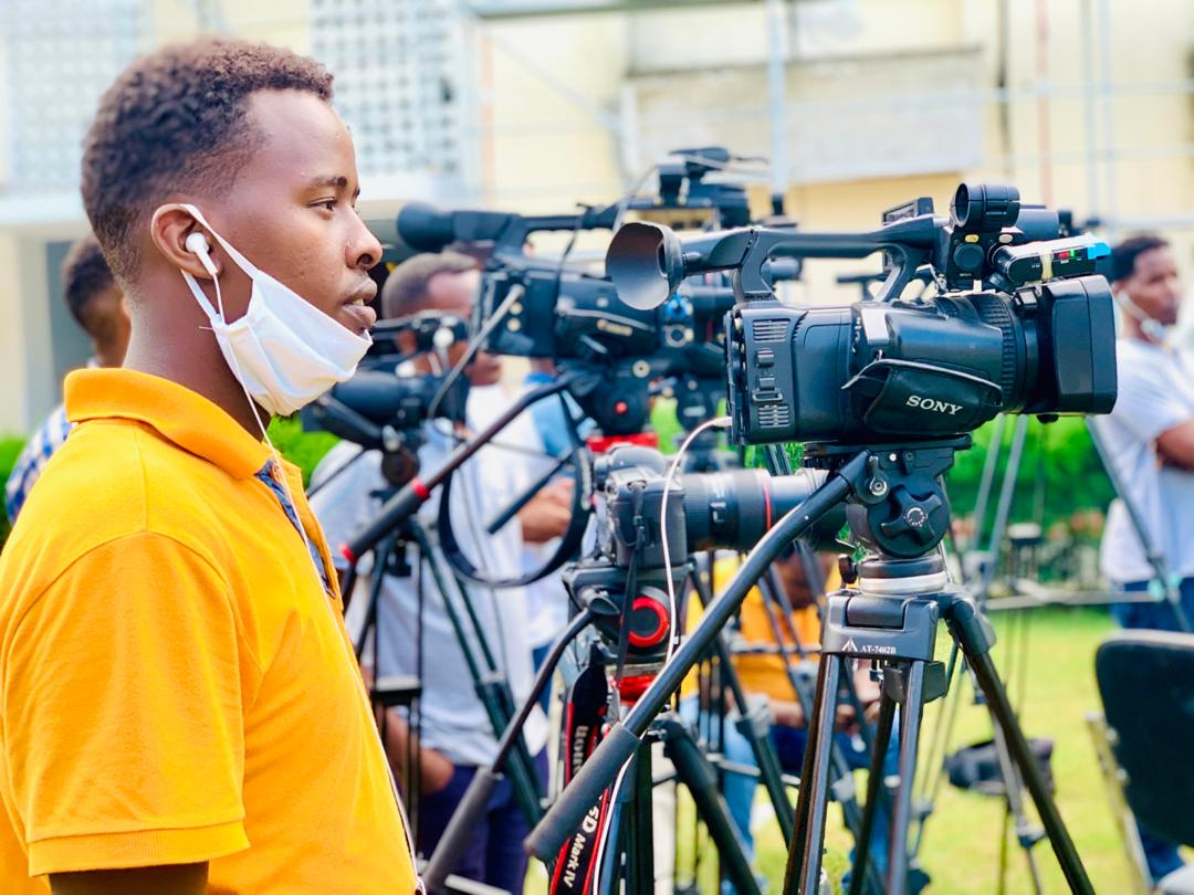 Somali journalist, Abdirahman Omar (pictured) sustained slight injuries after NISA officers raided Somali Cable TV premises on Monday 18 May, 2020 (Photo courtesy).